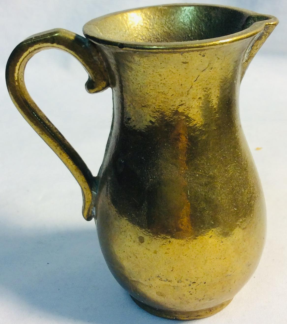 Small ritual golden jug