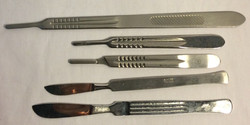Metal Scalpels and handles, assorted