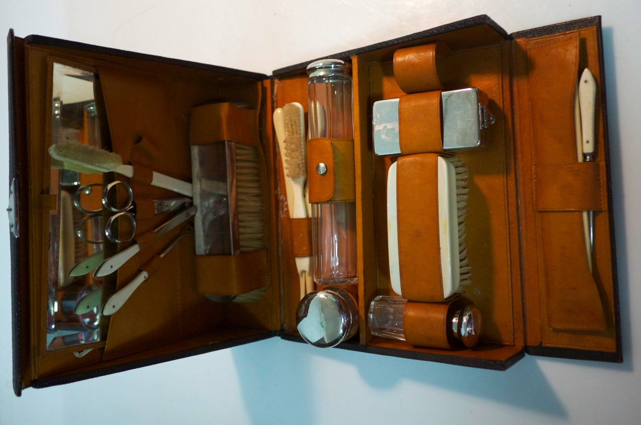 Antique Traveling Kit