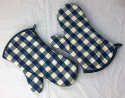 Pair of blue gingham oven mitts