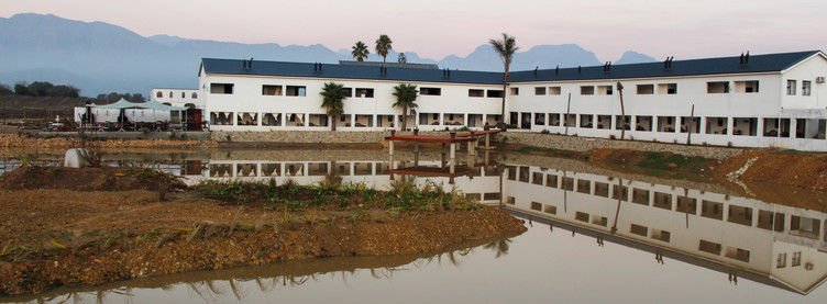 Website foto van dam en hele gebou Aug 2
