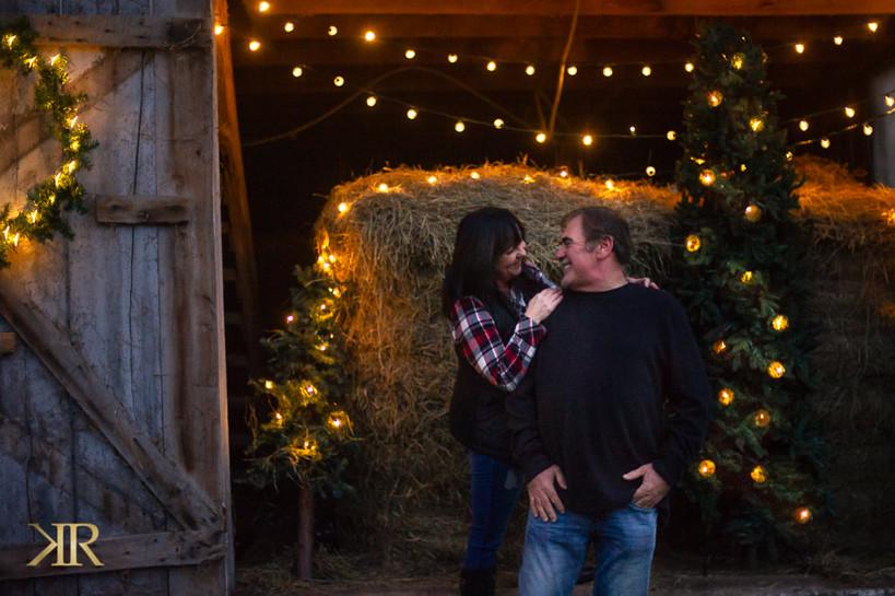 2020 Christmas Outdoor Barn Photos