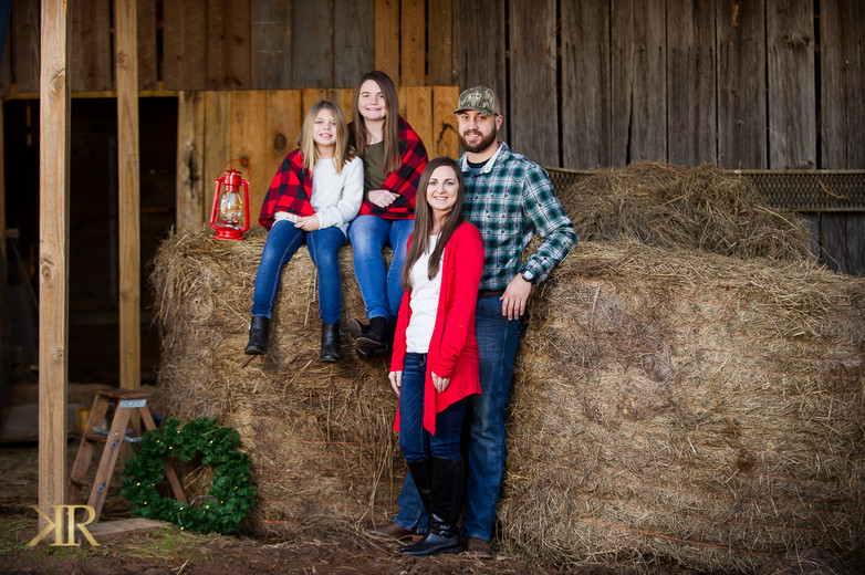 R2020 Barn Christmas Photo sessions