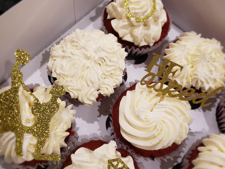 Engagement Cupcakes (Red Velvet Cookies N Cream / Vanilla)