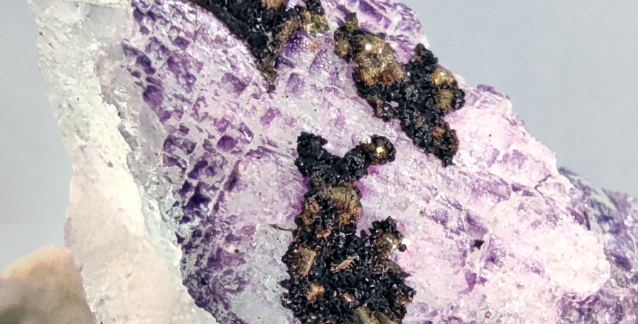 Gorceixit, Pyrit auf Fluorit - Wheal Jane, Truro, Cornwall, Großbritannien