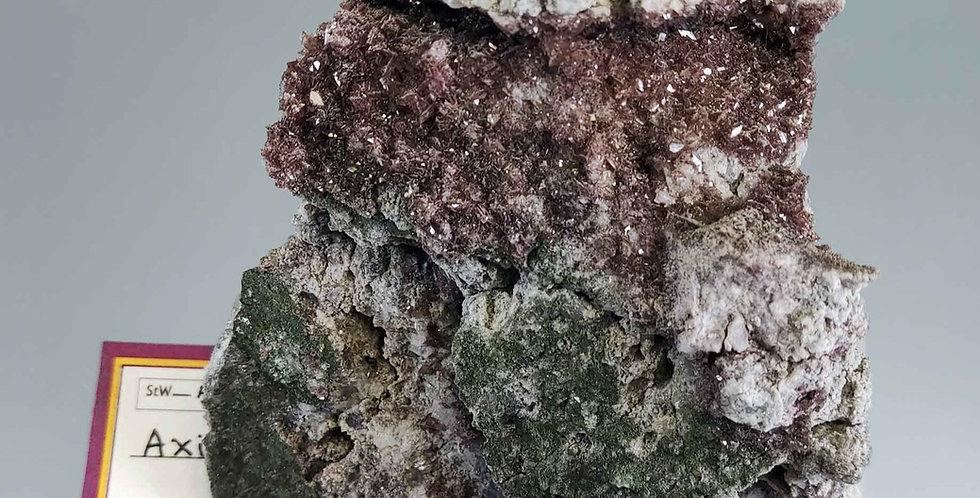 Axinit (Ferroaxinit), Adular, Chlorit - Péz Vallatscha, Scopi, Graubünden,CH