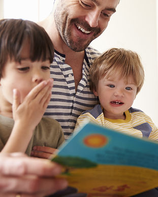 Papa Buch lesen.jpg