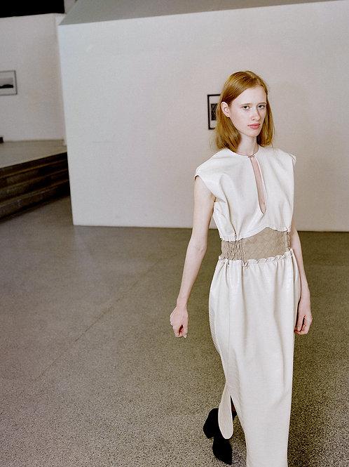 Платье из бежевой эко-кожи