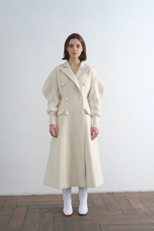 Молочное пальто