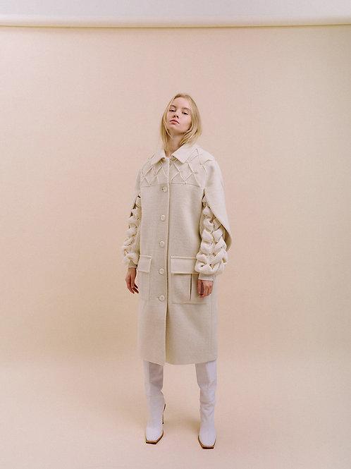 Пальто с вязанными рукавами