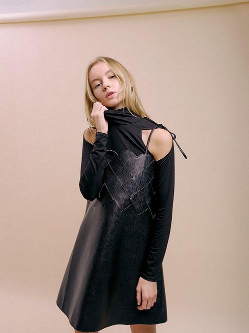 Черное плетеное платье