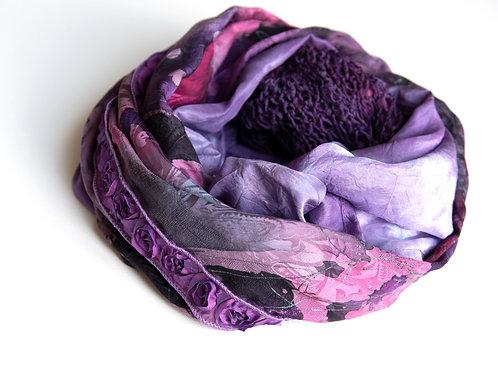 écharpe ronde en soie avec tricot de soie, velours de soie, ruban rose