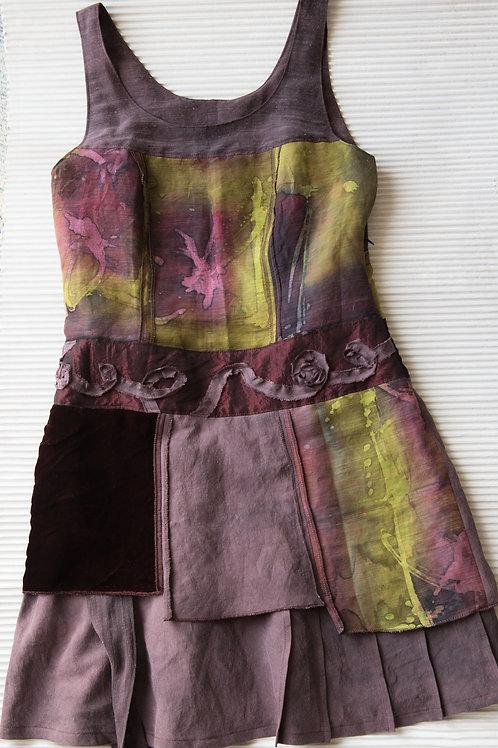 Tunikakleid aus Seide, Leinen und Seidensamt, handbemalt; verkauft, auf Anfrage