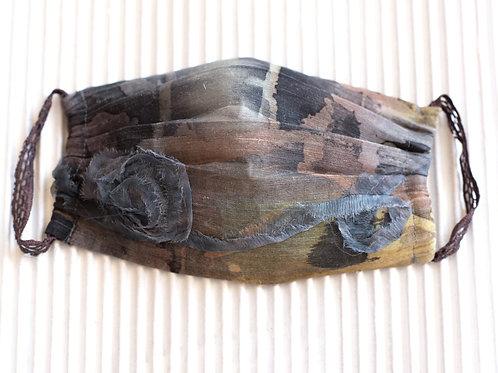 Gesichtsmaske aus Hanf/Seide, handbemalt,  mit Applikation