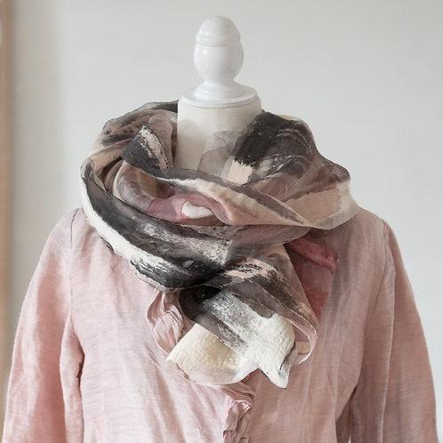 châle léger en soie teinte à la main et laine d'alpaga feutrée
