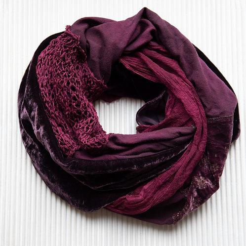 écharpe ronde en tissus de soie, tricot de soie et velours de soie brodé