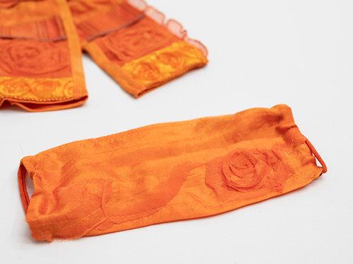 Gesichtsmaske aus handbemalter Seide