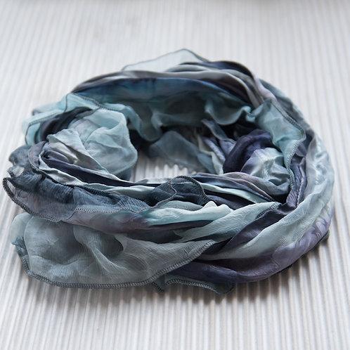collier-foulard à volant avec fermeture magnétique