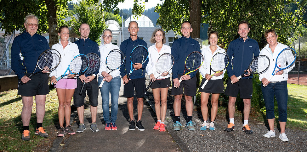 Teambild%20mit%20Racket_edited.jpg