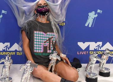 Lady Gaga arrasa en los VMAs, The Weeknd gana máximo premio