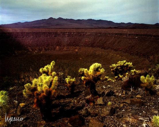 Cráter el elegante, al fondo la Sierra el Pinacate