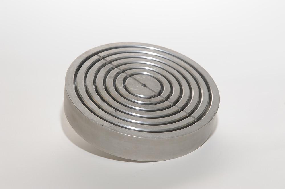 Rotary vacuum chuck.