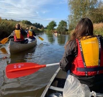 Reportage: Unge padler i kano på ryste-sammen-tur på Storåen