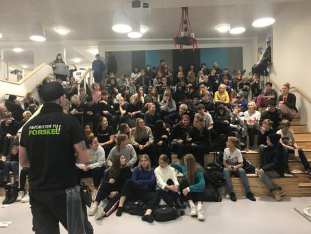 900 skoleelever til jobfest: Faglig Skoletjeneste får flere unge til at tage en erhvervsuddannelse