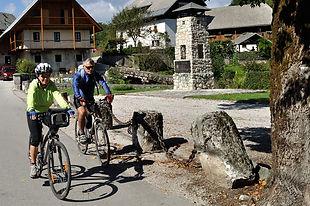 kolesarji-v-kamni-gorici.jpg