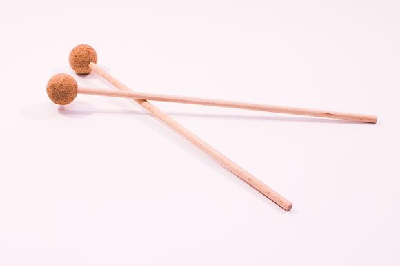 Par lesenih udarjalk z glavo iz kompaktne plute