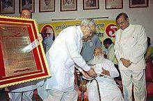 Nanaji Deshmukh receiving Dnyaneswar Award