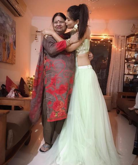 Dalljiet Kaur with her mother