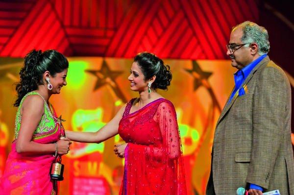 Priyamani receiving an award