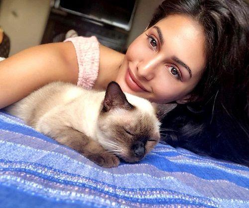 Amyra Dastur loves animals