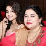 Ashi Singh with her mother