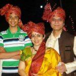 Sandeep Kulkarni his wife and son