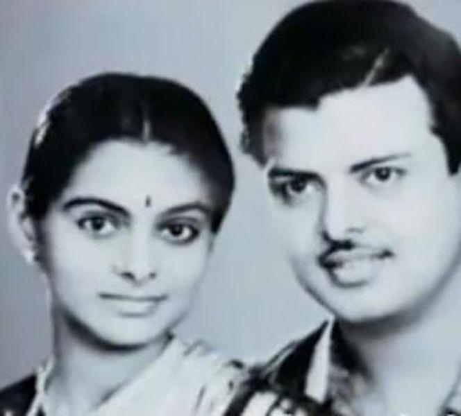 Gemini Ganesan with his wife Aamelu