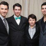 Nick Jonas with his Brothers