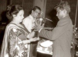 Sanath Jayasuriya with Observer Schoolboy Cricketer of the Year Award