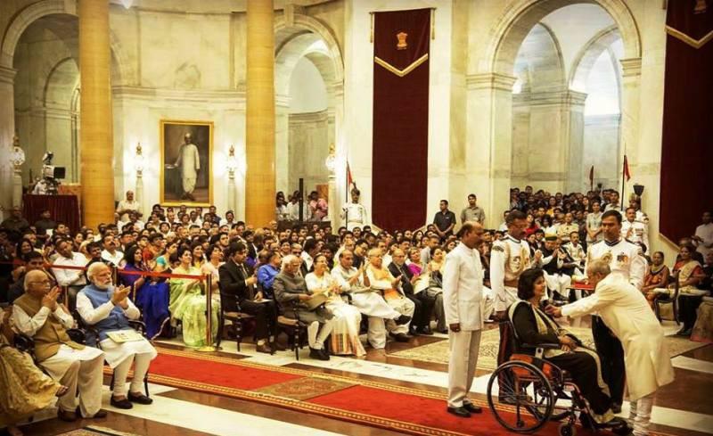 Deepa Malik Receiving Award