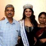 Shraddha Shashidhar with her parents