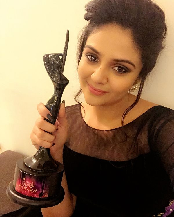 Sreemukhi Posing With Her Award