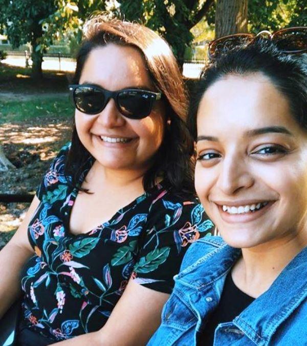 Lisa Mishra with Her Sister