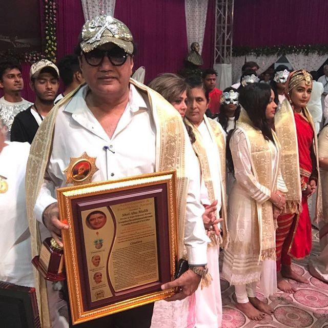 Abu Malik with his Award
