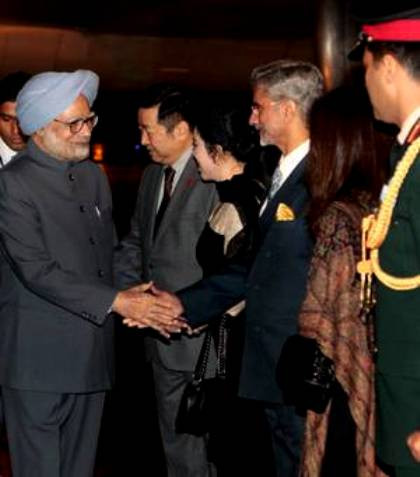 Manmohan Singh Being Received By S Jaishankar