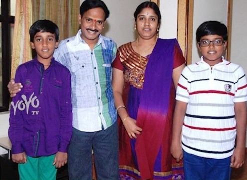 Venu Madhav with his wife and children