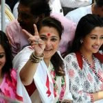 Raima Sen (left) with her mother and sister