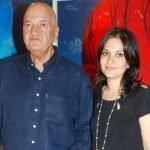 prem-chopra-with-his-daughter-prerna-chopra