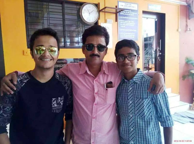 Rohit Raut Posing with His Father and Brother