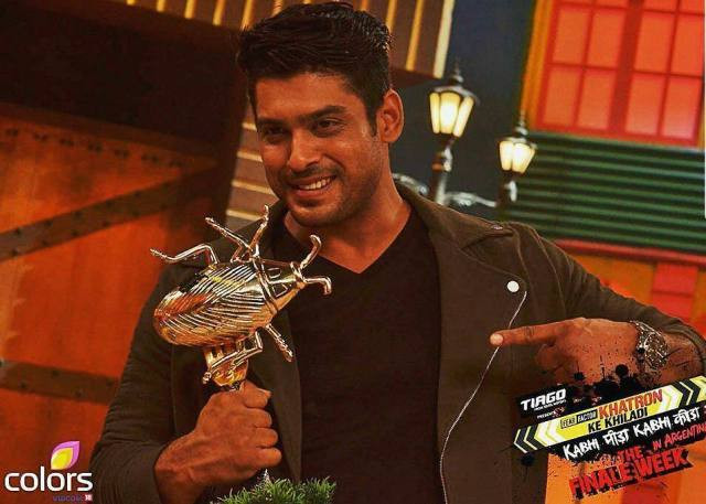 Siddharth Shukla as the winner of Fear Factor Khatron Ke Khiladi 7